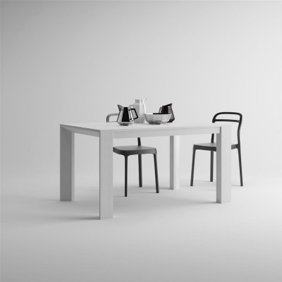 Table with an extension, from 140cm to 200cm.
